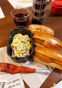 ソーセージとコロッケのドッグとサラダ弁当