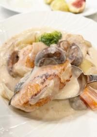 簡単鮭とマッシュルームのクリームシチュー