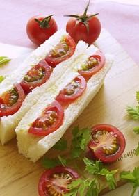ミニトマトとチーズのサンドイッチ