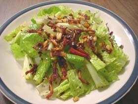 ロメイン・レタスとカリカリ・ベーコンの最強サラダ