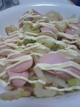 魚肉ソーセージとセロリの炒め物