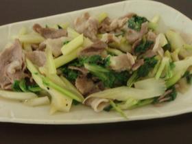 豚バラ肉とセロリのエスニック炒め