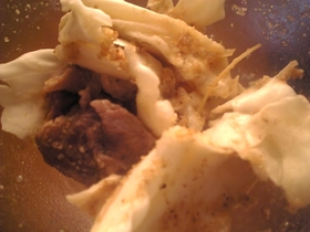 簡単:豚薄切り肉とキャベツのレンジ蒸し