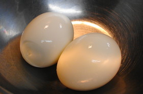 水からゆでない つるんとむける♪ ゆで卵