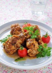 鶏手羽のトマトハーブ煮込みの写真
