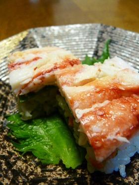 タッパーで作るカニ味噌入りカニの押し寿司