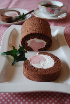 ピンクハートinロールケーキ
