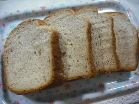 HBでふわふわ、粒々、「苺の練乳食パン」
