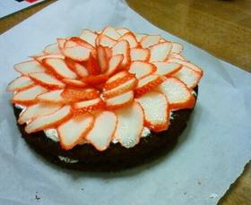 いちごと生クリームのチョコレートケーキ