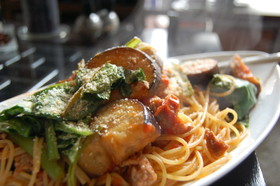 茄子と小松菜のトマトジュースパスタ