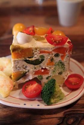 誕生日ケーキは野菜たっぷりテリーヌ