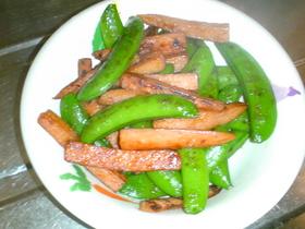 スナップエンドウと魚肉ハンバーグの炒め物