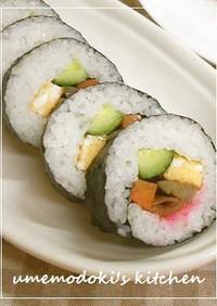 彩りの良い、素朴な太巻き寿司
