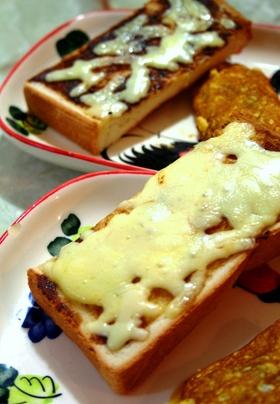 ベジマイトチーズトースト@オーストラリア