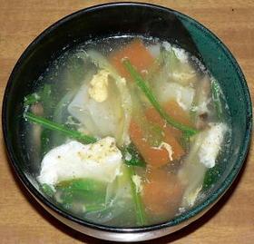 餃子の皮入り中華風野菜スープ