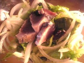カツオのたたきとレタスと玉葱のサラダ