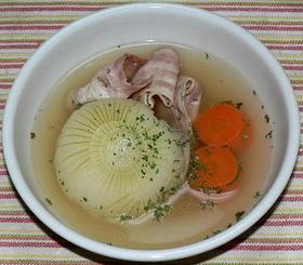 圧力鍋で丸ごと新玉ネギのコンソメスープ煮