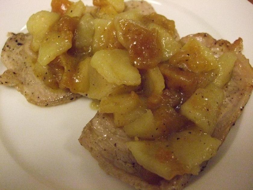 ポークソテー 干し柿とりんごのソース