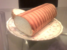 トヨ型大 で 生クリームラウンドパン