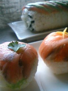 フルーツすし酢で、サーモンのてまり寿司。