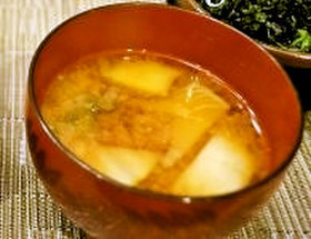 キムチとじゃがいもの味噌汁