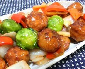 肉団子と芽キャベツの中華餡かけ!