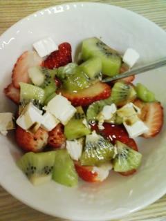 キウイとトマトのサラダ