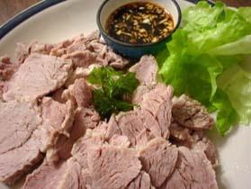 茹でっぱなしが嬉しい、豚肉のにんにくソースかけ