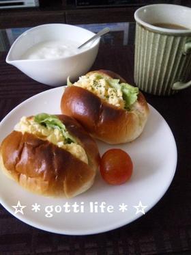 ロールパン卵サンド