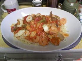 魚介のトマトクリームパスタ