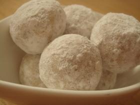 黒糖とクルミほろほろスノーボールクッキー