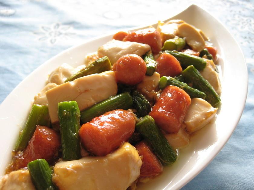 アスパラとソーセージの豆腐炒め