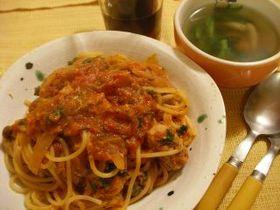 サバ水煮缶のトマトソースパスタ