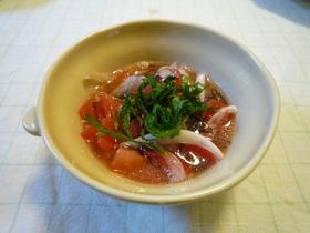 トマトと新玉ねぎのもずく酢マリネ風