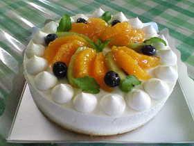フルーツたっぷりレアチーズケーキ
