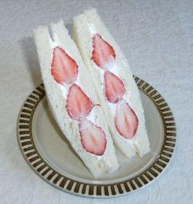 憧れのいちごのフルーツサンドイッチ☆