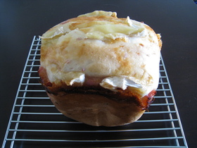 ベーコンとチーズのパン(HB早焼き)