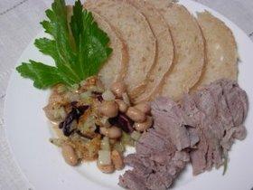 茹で豚と煮豆の冷菜