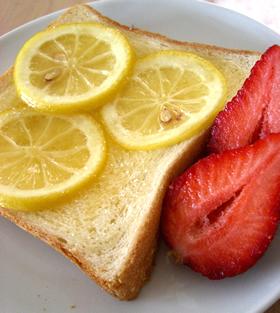 ランチに♪おやつに♪レモンバタートースト