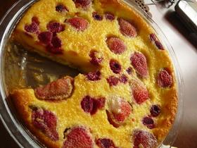 いちごとラズベリーのカスタードケーキ