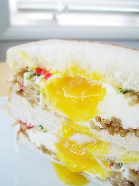 卵がとろ~り♪ 焼きそばサンドイッチ