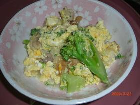 ブロッコリーとちくわ鶏肉の卵とじ