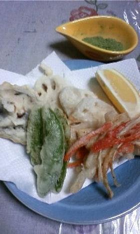 抹茶塩で食べる野菜の天ぷら