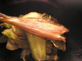 ハタハタの干物と青梗菜のオイマヨ炒め