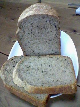 黒ゴマきな粉食パン