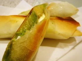 アボカドとクリームチーズの焼き春巻き