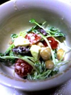 ☆貝割れとトマトとチーズの豆サラダ☆