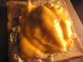 塩鮭と玉葱のマヨネーズチーズのトースト