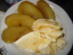 リンゴのキャラメル煮・バニラアイス添え