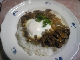 ラムの甘辛煮&卵のっけご飯